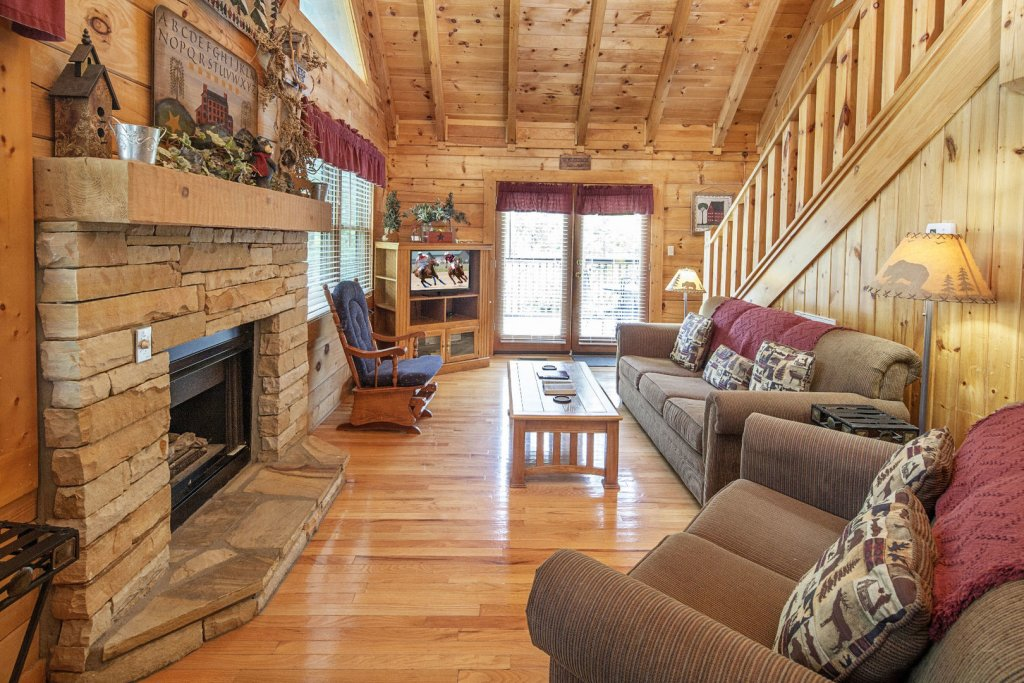 Photo of a Pigeon Forge Cabin named  Heavenly Peace - This is the second photo in the set.