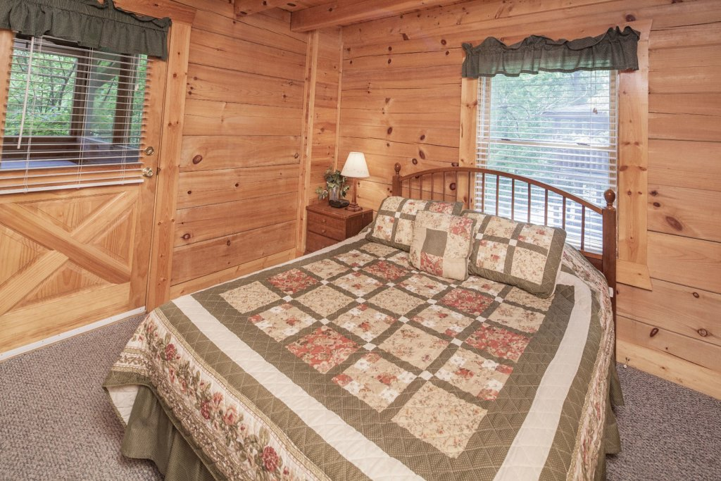 Photo of a Pigeon Forge Cabin named  Heavenly Peace - This is the twenty-first photo in the set.