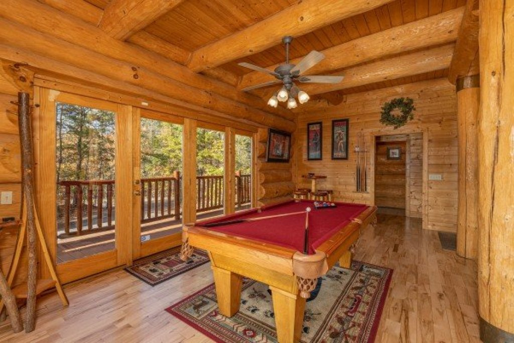 Photo of a Gatlinburg Cabin named Grizzly's Den - This is the fifteenth photo in the set.