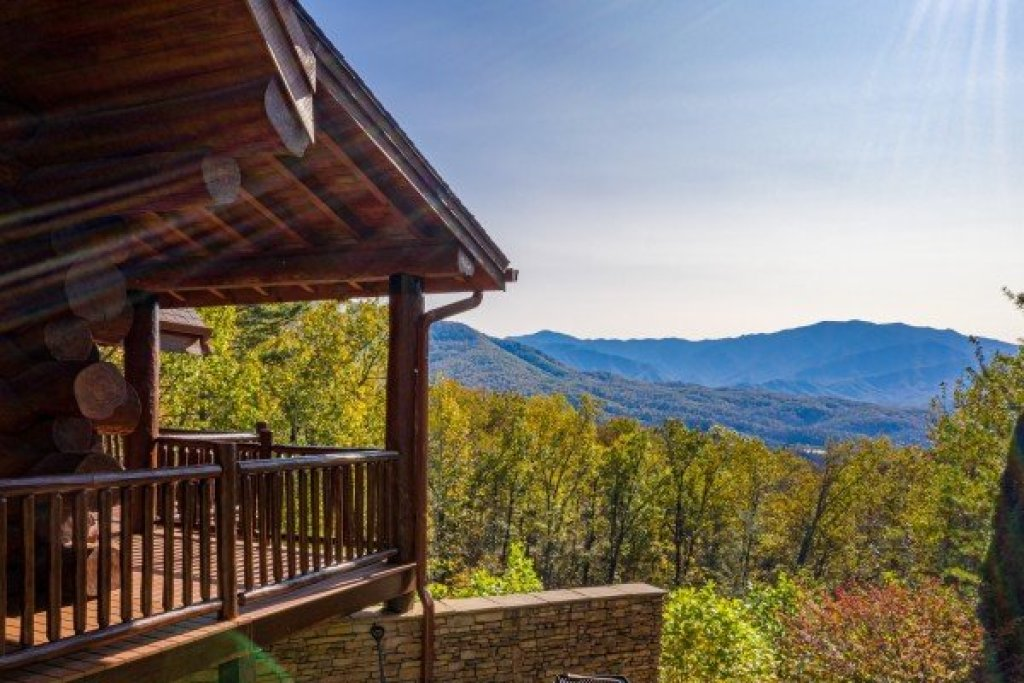 Photo of a Gatlinburg Cabin named Grizzly's Den - This is the thirteenth photo in the set.