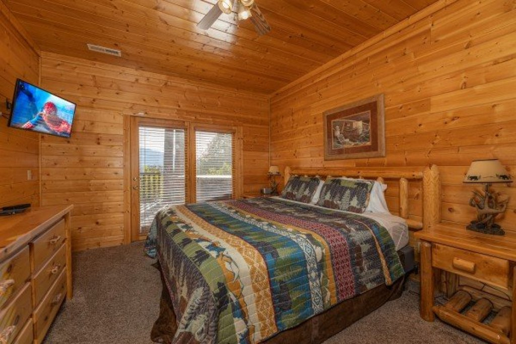 Photo of a Gatlinburg Cabin named Grizzly's Den - This is the thirtieth photo in the set.