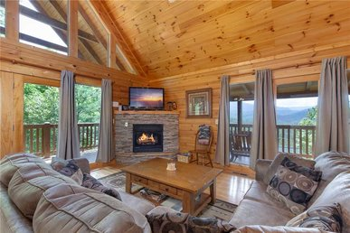 Enchanted View Lodge, 3 Bedrooms, Pool Access, Mountain View, Sleeps 10