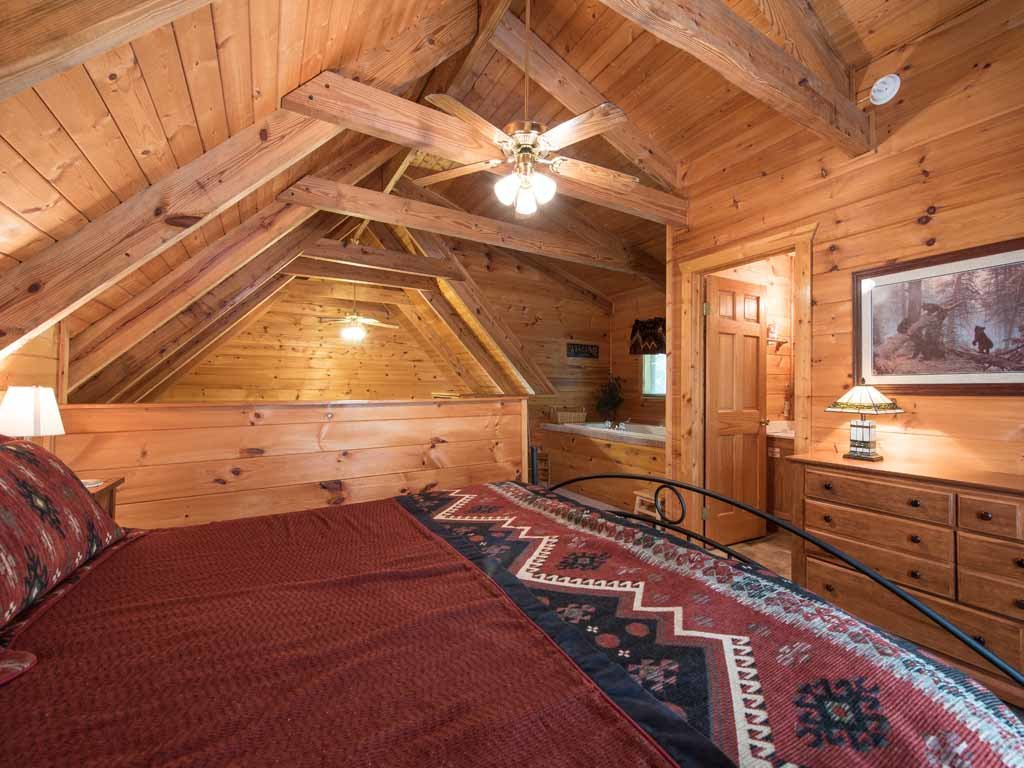 Photo of a Gatlinburg Cabin named Bear's Den - This is the ninth photo in the set.