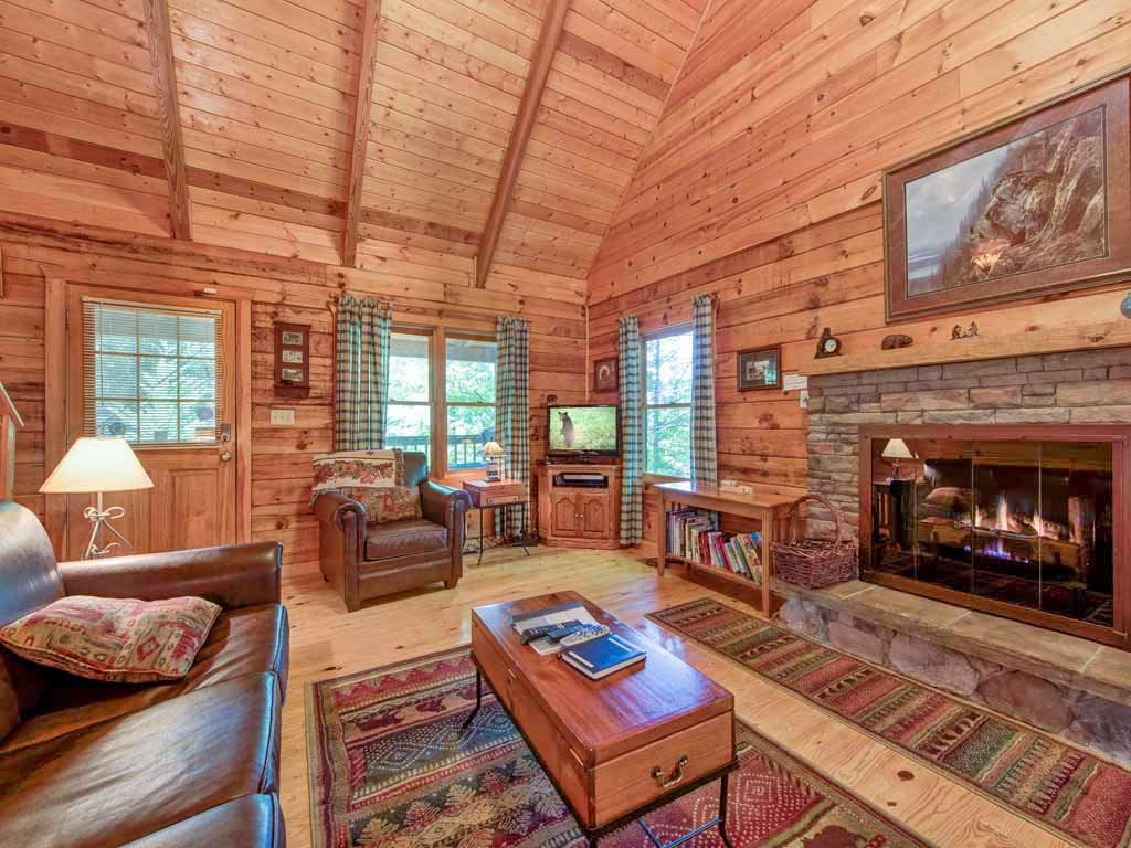 Photo of a Gatlinburg Cabin named Bear's Den - This is the third photo in the set.