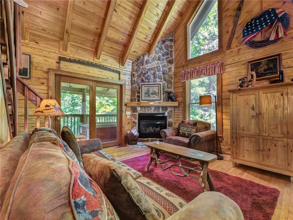 Photo of a Gatlinburg Cabin named Buckhorn - This is the first photo in the set.