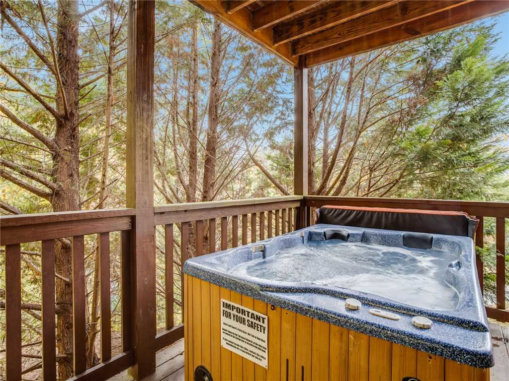 Photo of a Gatlinburg Cabin named Saddle Ridge - This is the third photo in the set.