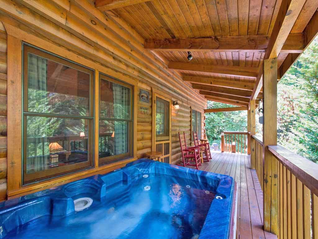 Photo of a Gatlinburg Cabin named Bear's Den - This is the second photo in the set.
