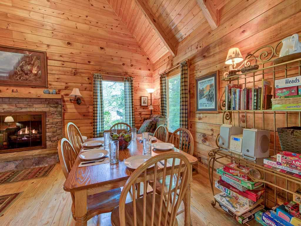 Photo of a Gatlinburg Cabin named Bear's Den - This is the sixth photo in the set.