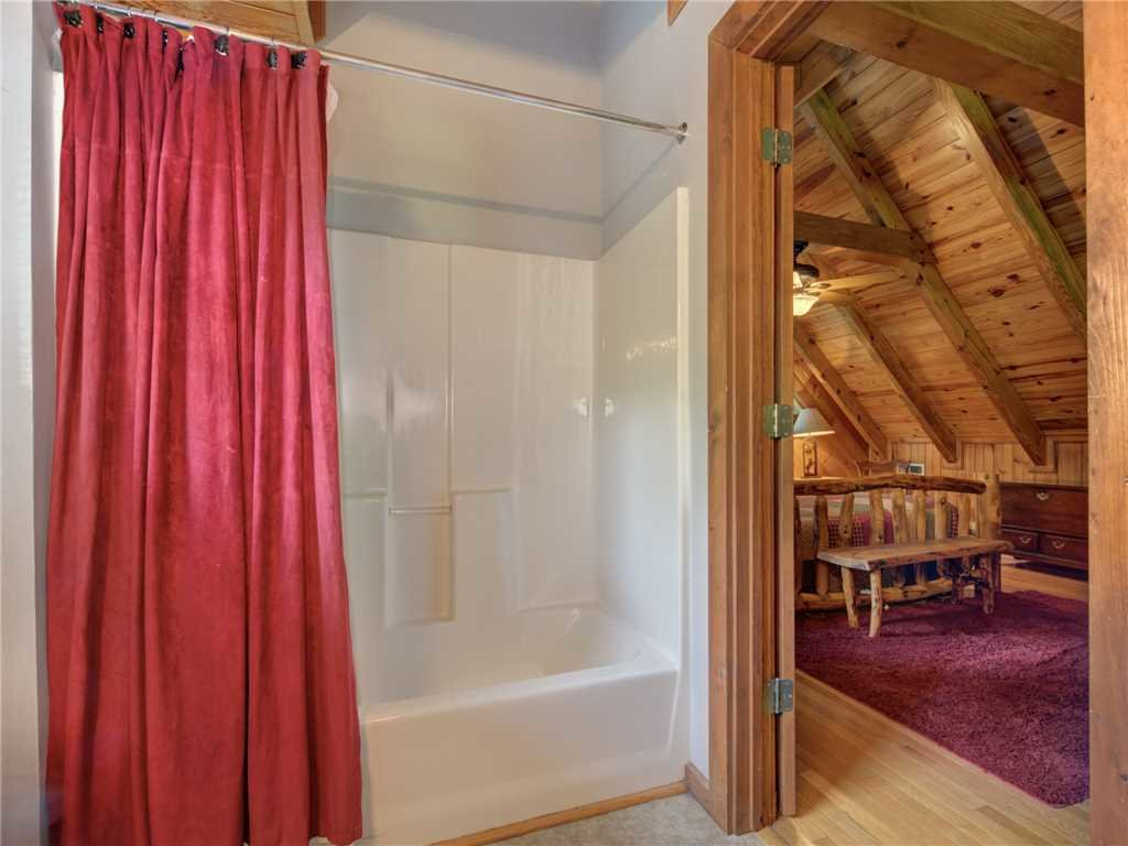 Photo of a Gatlinburg Cabin named Buckhorn - This is the eighteenth photo in the set.