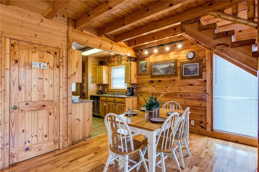 Photo of a Gatlinburg Cabin named Secret Romance - This is the fifth photo in the set.