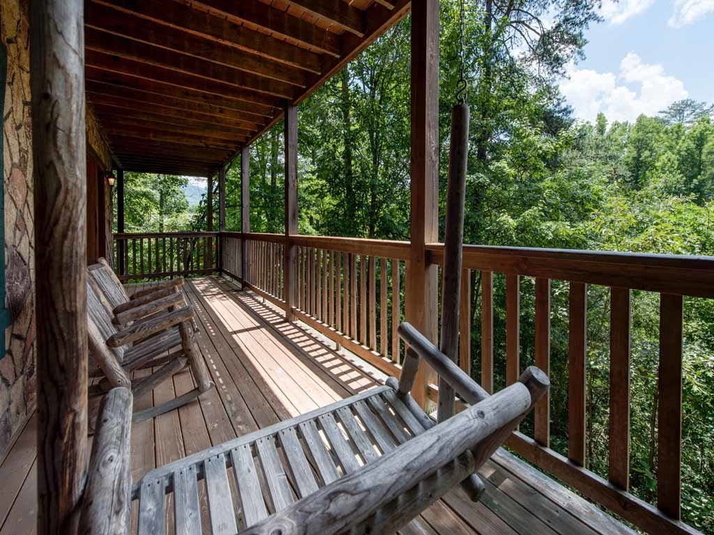Photo of a Gatlinburg Cabin named Running Bear - This is the eighteenth photo in the set.