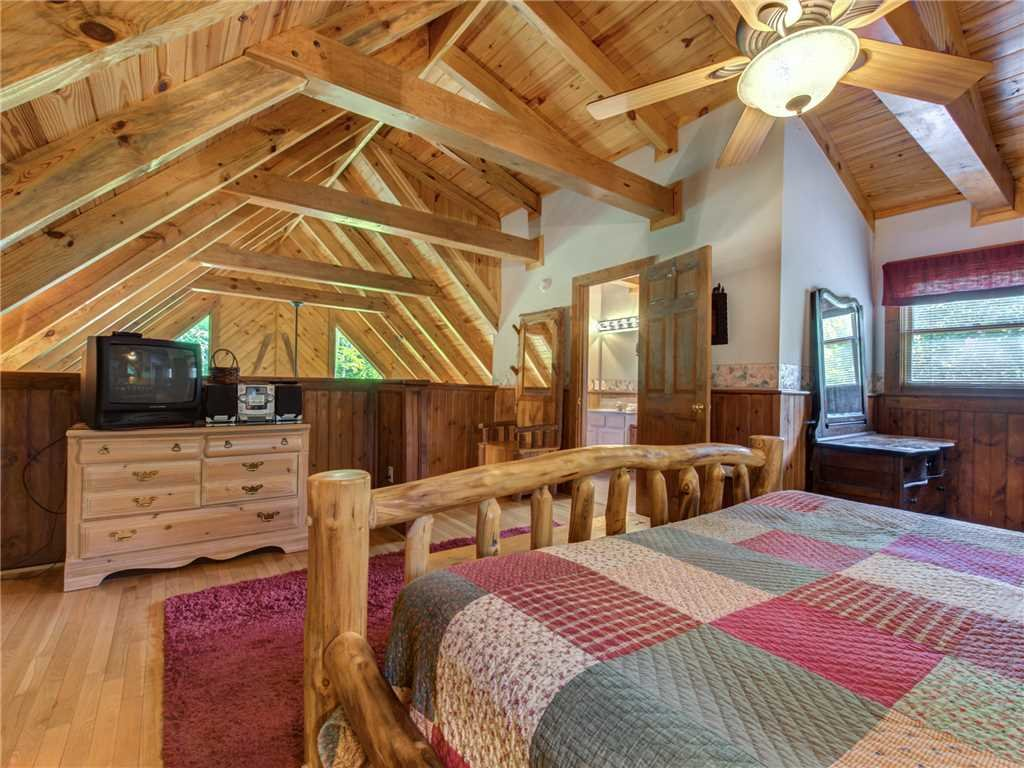 Photo of a Gatlinburg Cabin named Buckhorn - This is the sixteenth photo in the set.