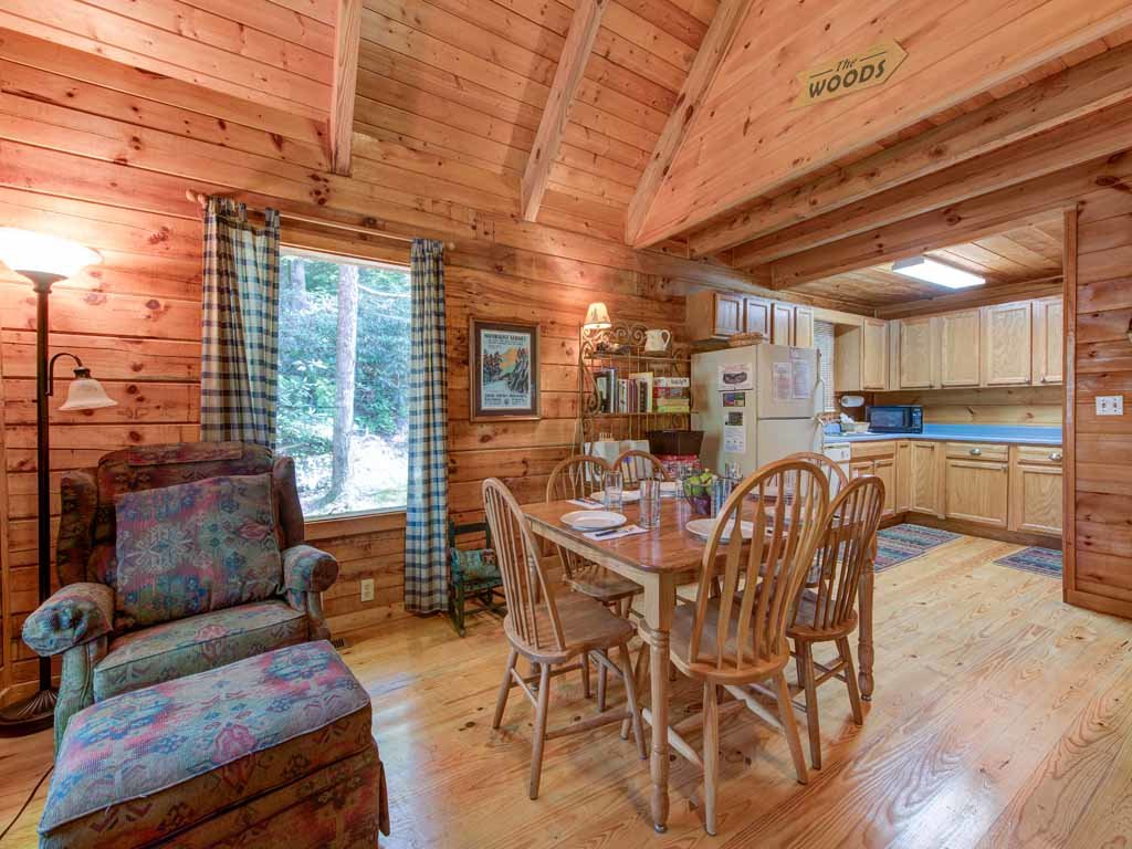Photo of a Gatlinburg Cabin named Bear's Den - This is the fifth photo in the set.