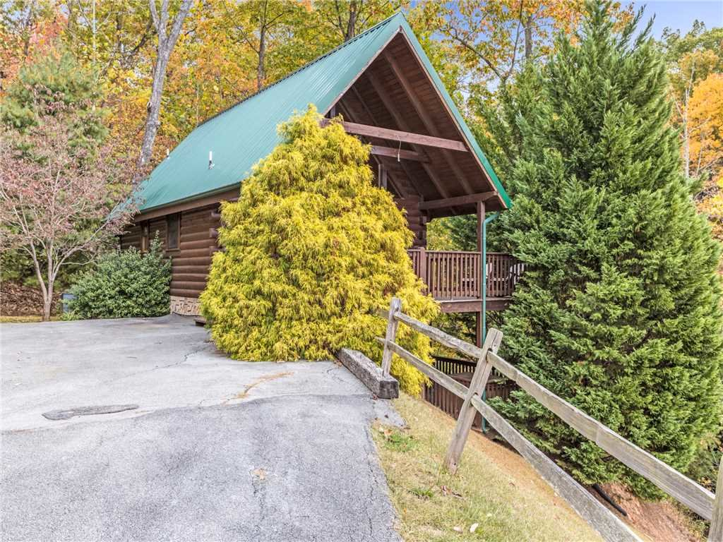 Photo of a Gatlinburg Cabin named Saddle Ridge - This is the twenty-third photo in the set.