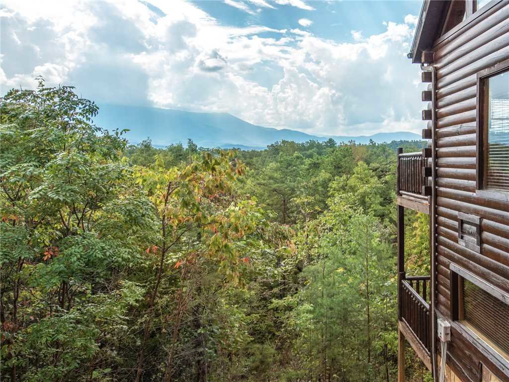 Photo of a Gatlinburg Cabin named View Catcher - This is the twenty-seventh photo in the set.