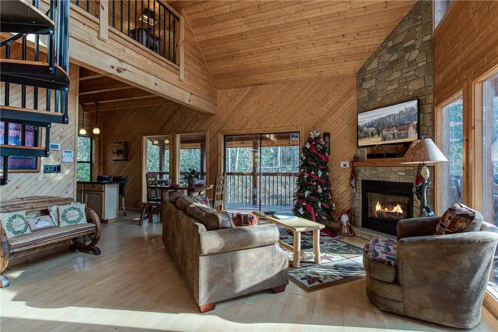Photo of a Gatlinburg Cabin named Dreams & Streams - This is the first photo in the set.