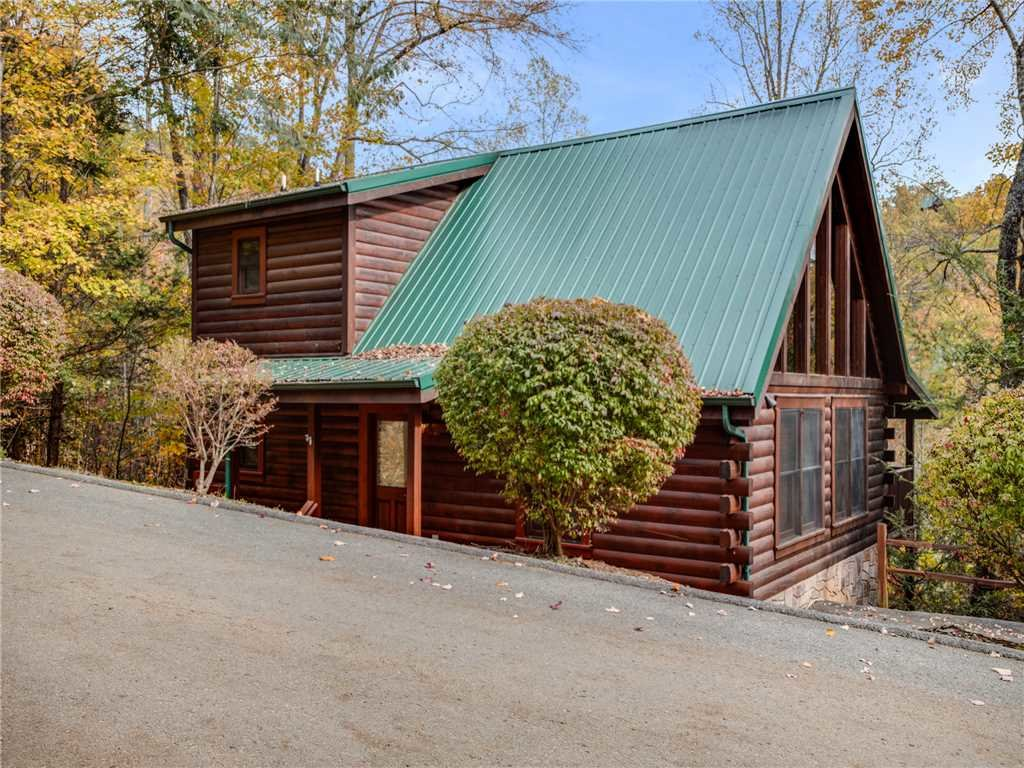 Photo of a Gatlinburg Cabin named Mountain Elegance - This is the twenty-fourth photo in the set.