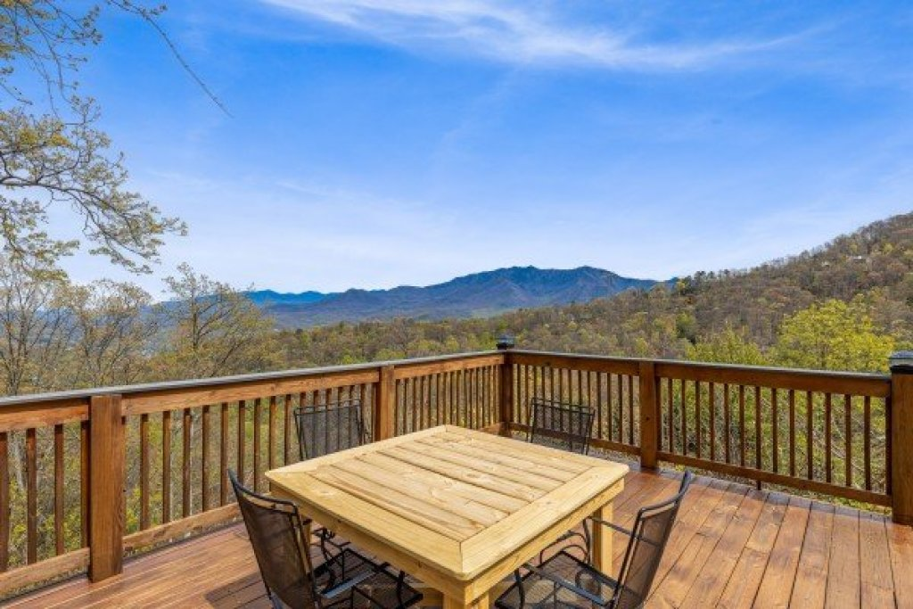 Photo of a Gatlinburg Cabin named Ober The Top Views - This is the seventeenth photo in the set.