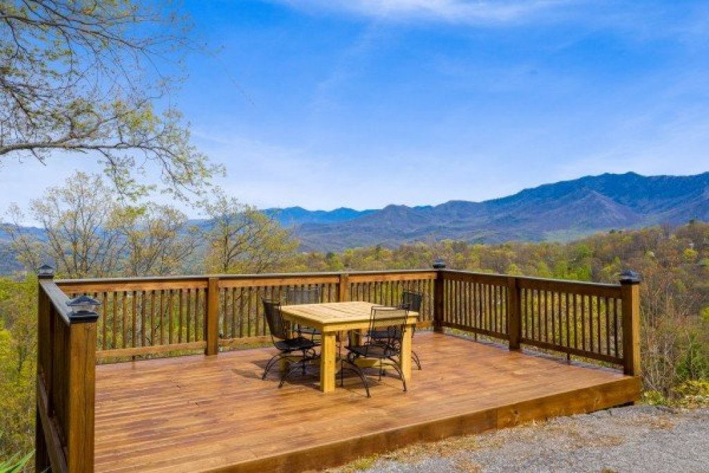 Photo of a Gatlinburg Cabin named Ober The Top Views - This is the sixteenth photo in the set.