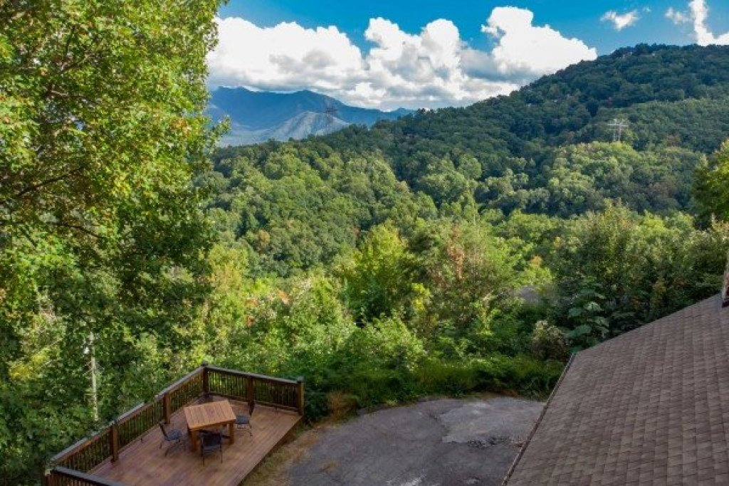 Photo of a Gatlinburg Cabin named Ober The Top Views - This is the thirty-sixth photo in the set.