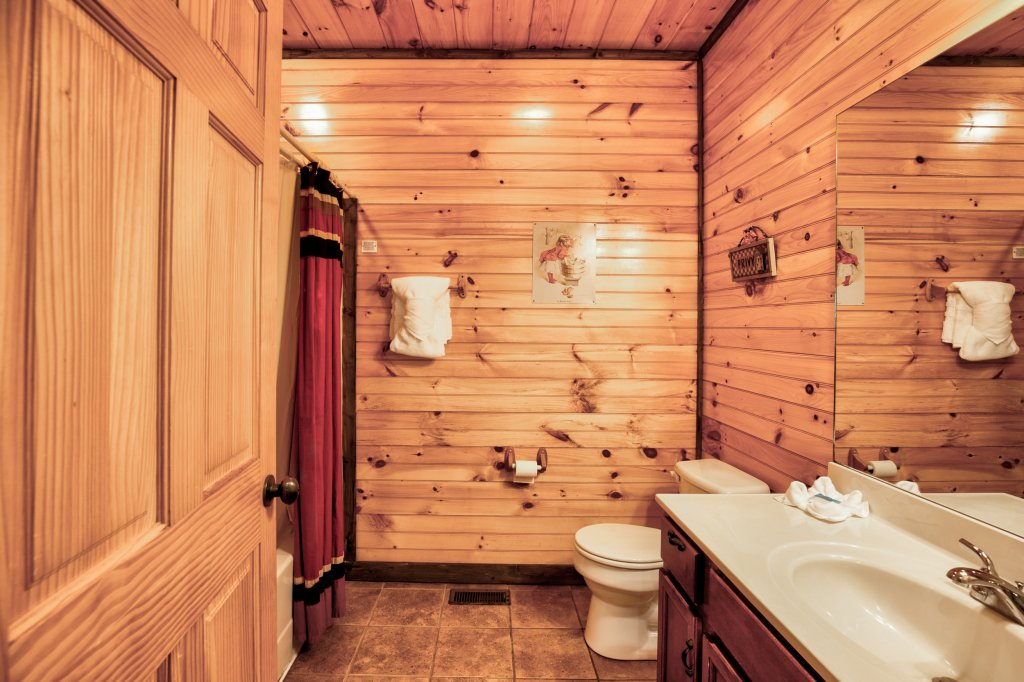 Photo of a Gatlinburg Cabin named Bear's Wilderness Lodge - This is the thirty-second photo in the set.