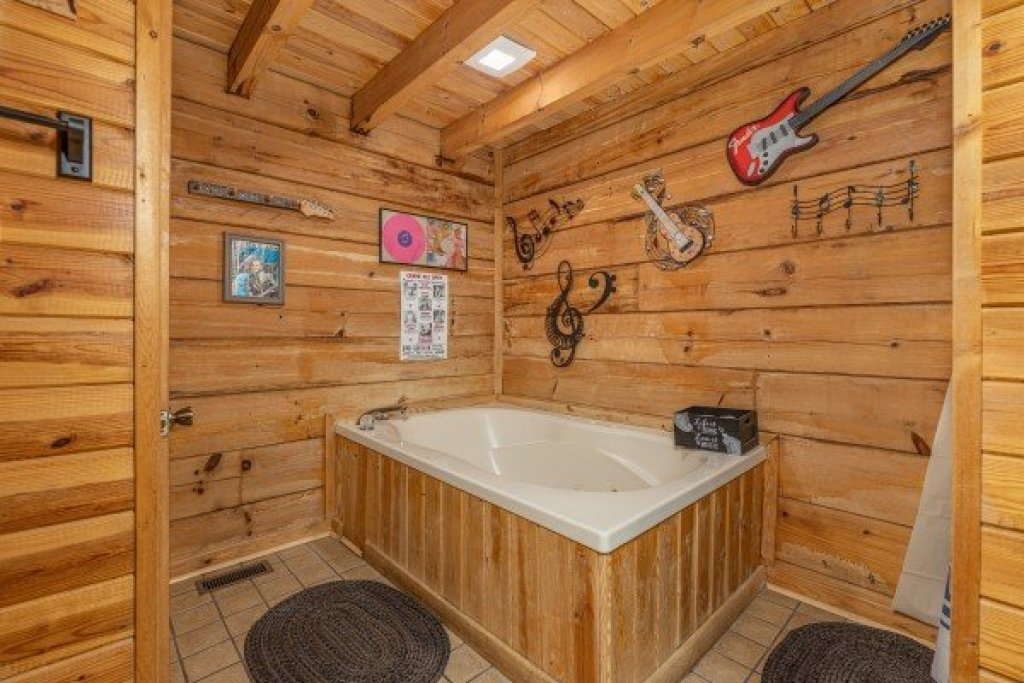 Photo of a Pigeon Forge Cabin named Leconte Nirvana - This is the eleventh photo in the set.