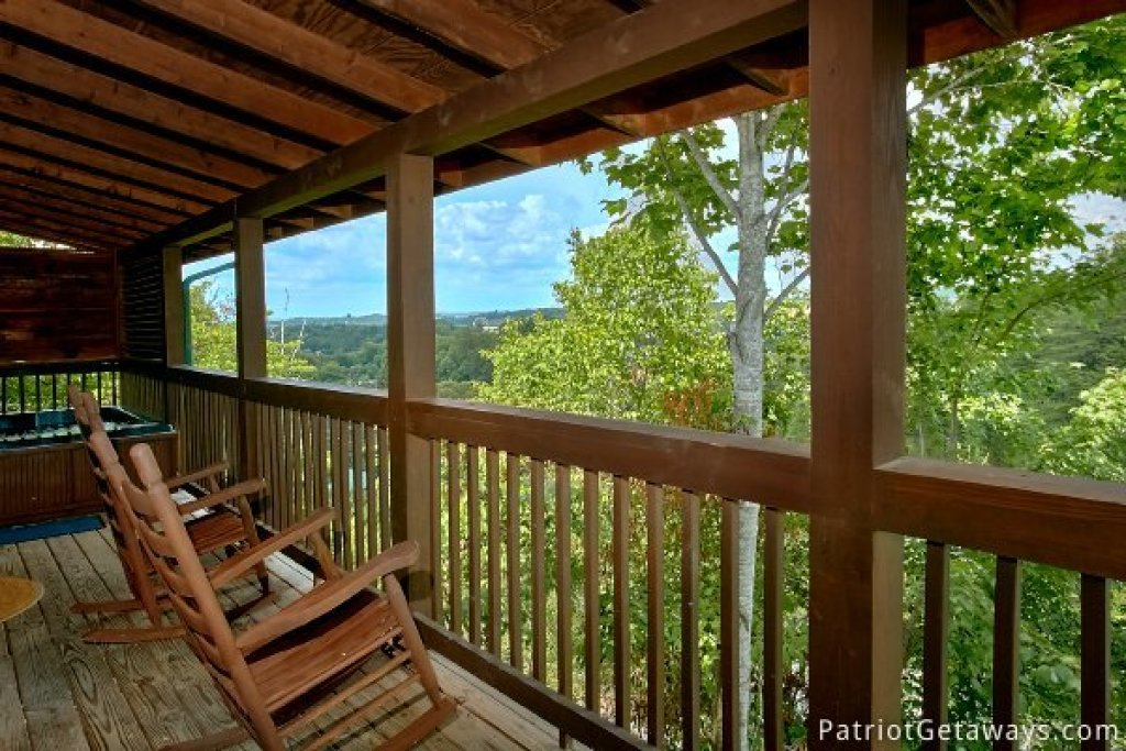 Photo of a Pigeon Forge Cabin named Another Day In Bearadise - This is the twelfth photo in the set.