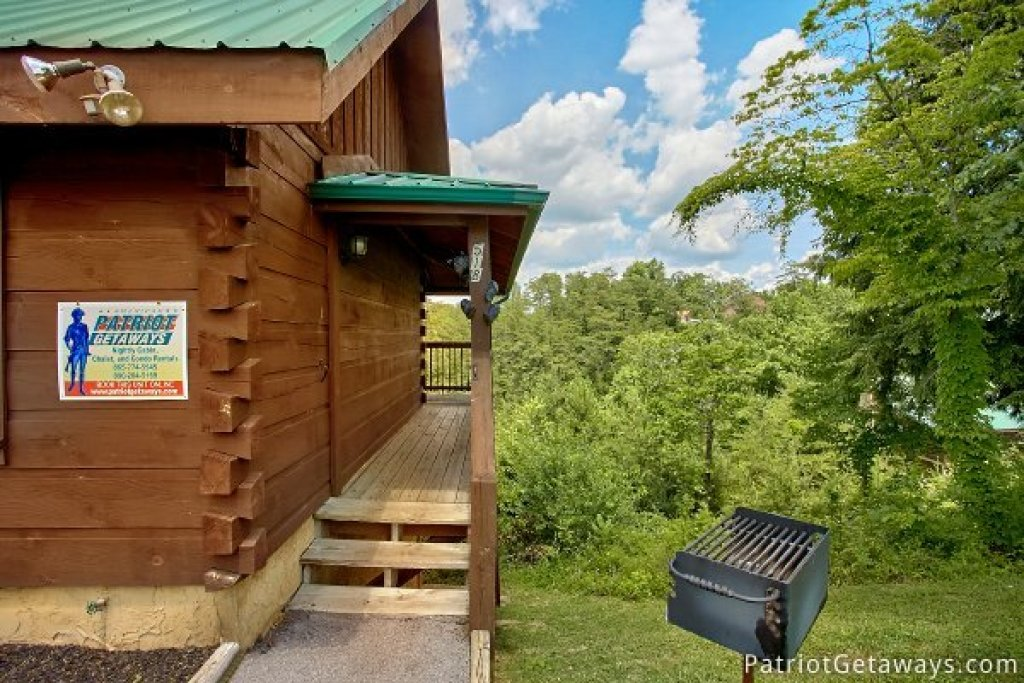Photo of a Pigeon Forge Cabin named Another Day In Bearadise - This is the twenty-second photo in the set.
