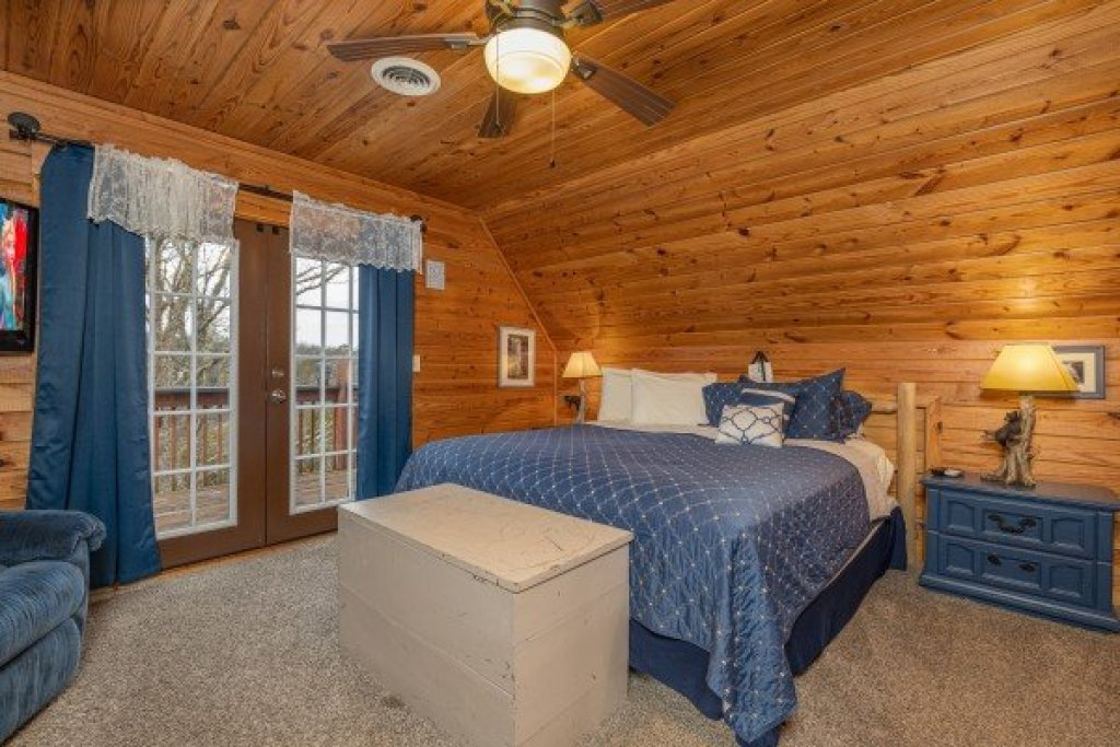 Photo of a Pigeon Forge Cabin named Leconte Nirvana - This is the fourteenth photo in the set.