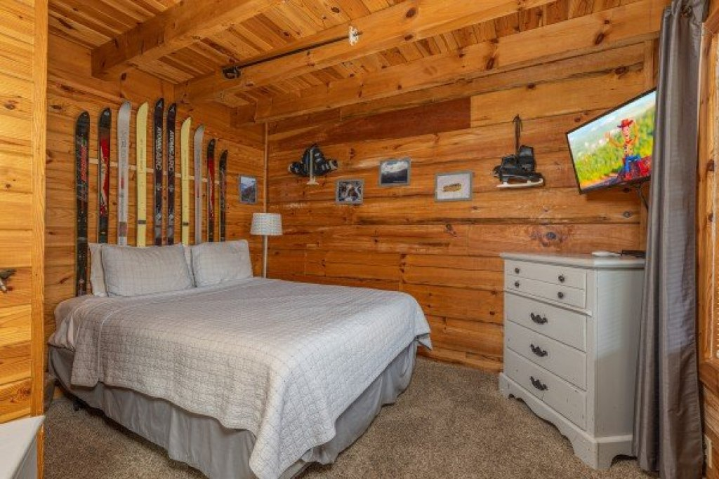 Photo of a Pigeon Forge Cabin named Leconte Nirvana - This is the tenth photo in the set.