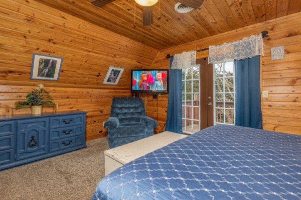 Photo of a Pigeon Forge Cabin named Leconte Nirvana - This is the fifteenth photo in the set.