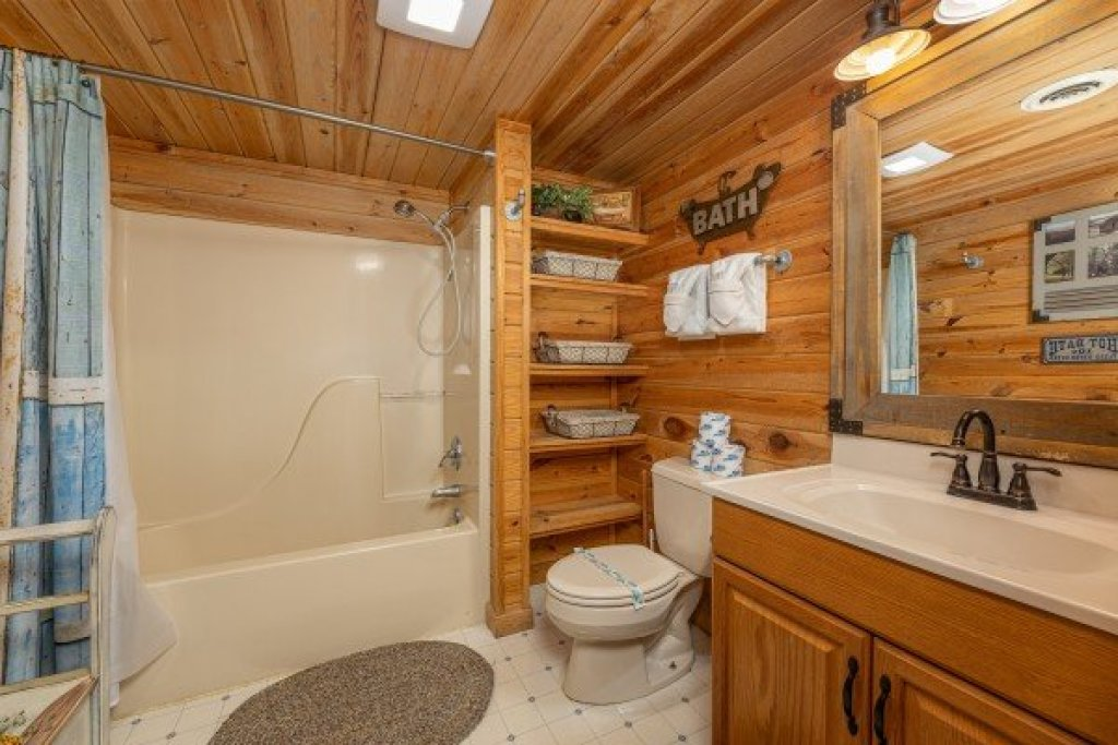 Photo of a Pigeon Forge Cabin named Leconte Nirvana - This is the sixteenth photo in the set.