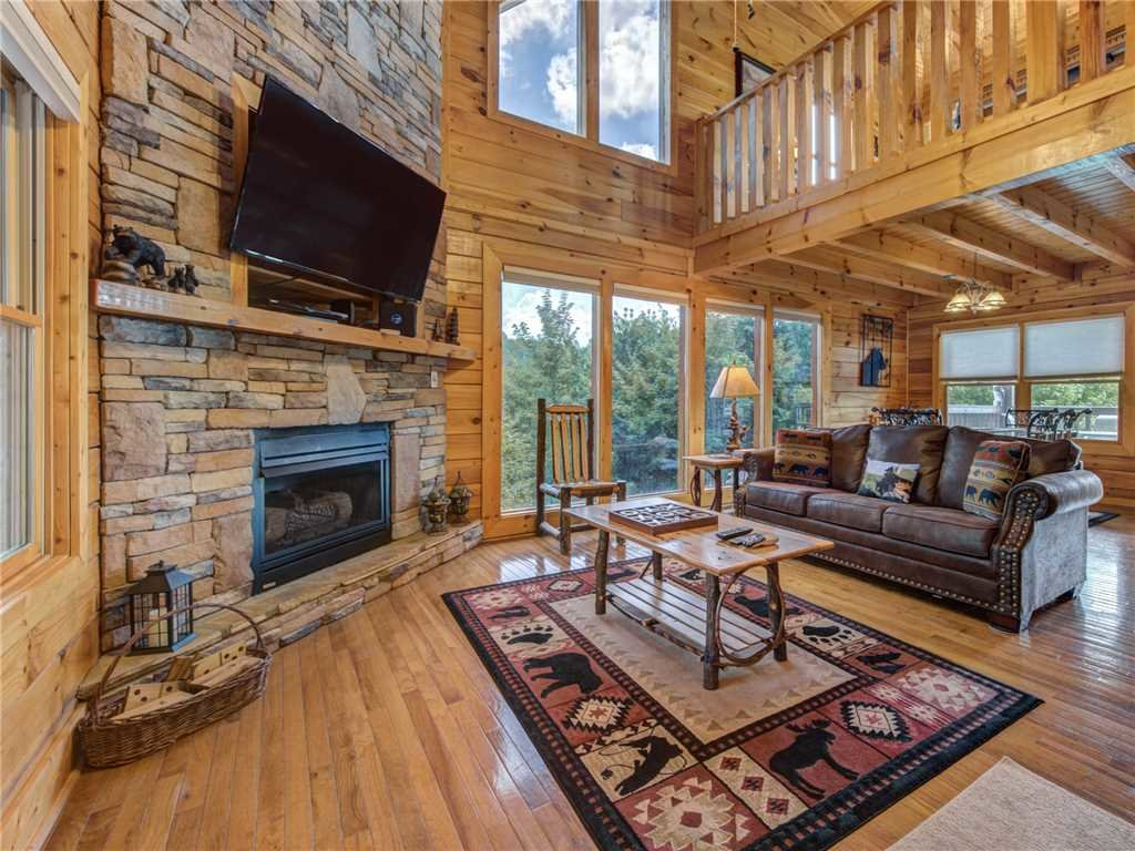 Photo of a Sevierville Cabin named Lookout Ridge - This is the first photo in the set.