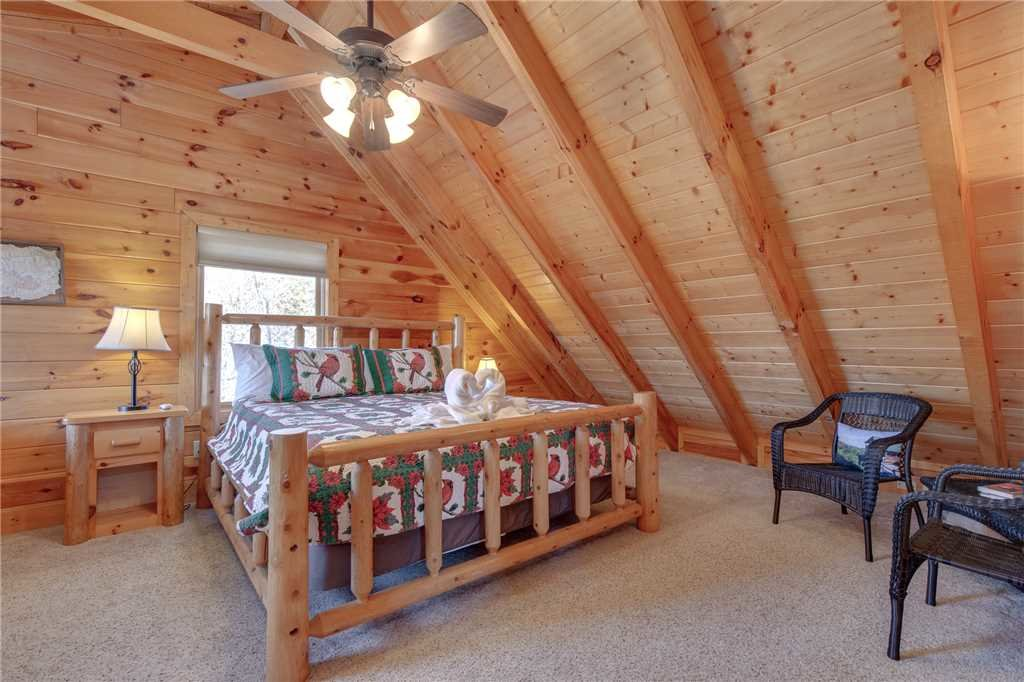 Photo of a Sevierville Cabin named Lookout Ridge - This is the eighteenth photo in the set.