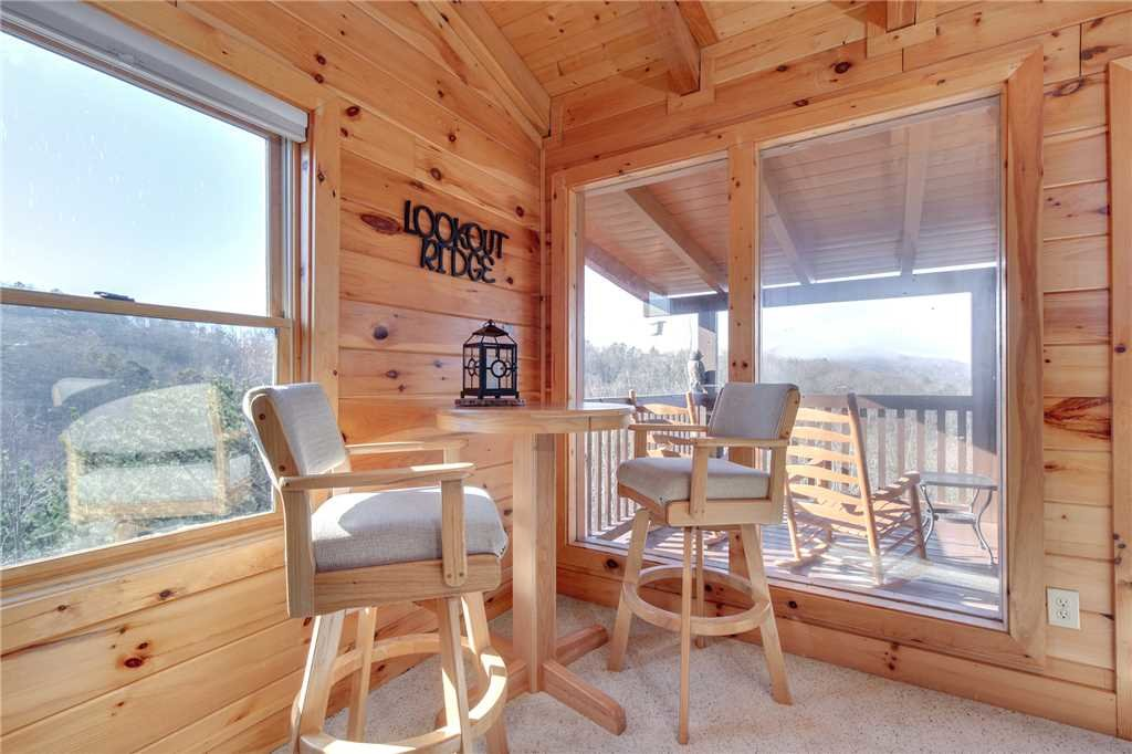 Photo of a Sevierville Cabin named Lookout Ridge - This is the sixteenth photo in the set.