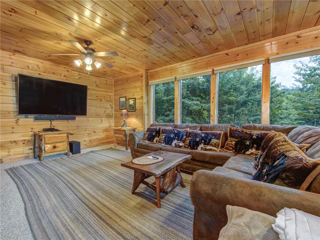 Photo of a Sevierville Cabin named Lookout Ridge - This is the twenty-seventh photo in the set.