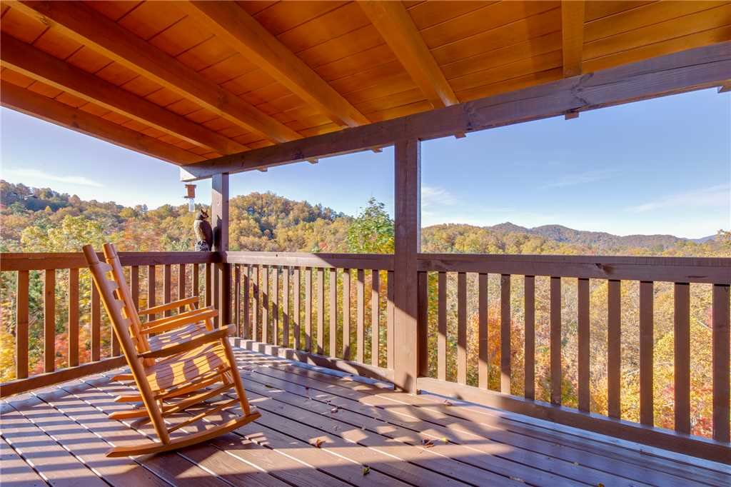 Photo of a Sevierville Cabin named Lookout Ridge - This is the thirty-second photo in the set.