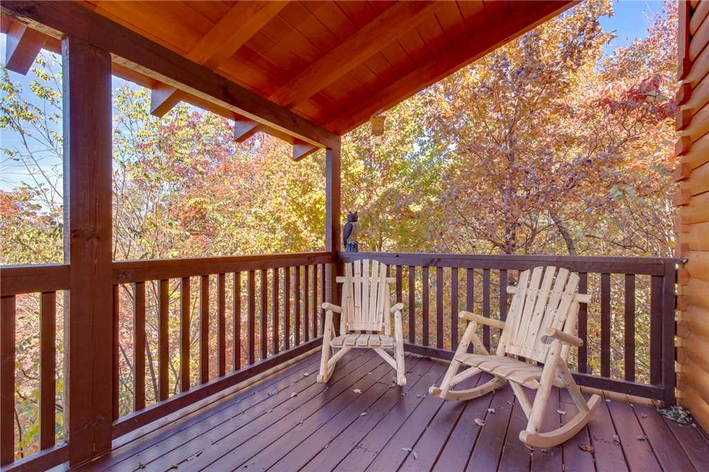 Photo of a Sevierville Cabin named Lookout Ridge - This is the forty-first photo in the set.