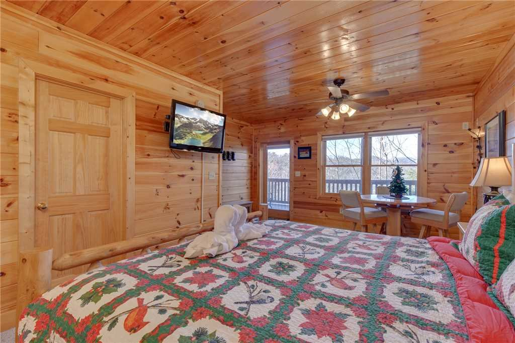 Photo of a Sevierville Cabin named Lookout Ridge - This is the twenty-fourth photo in the set.