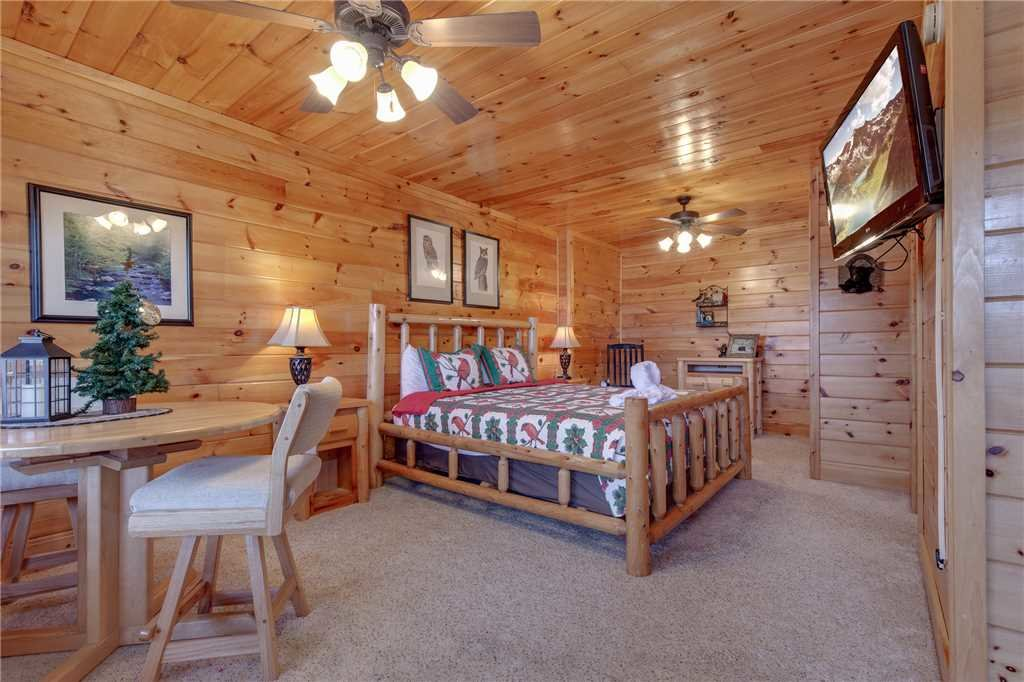 Photo of a Sevierville Cabin named Lookout Ridge - This is the twenty-third photo in the set.