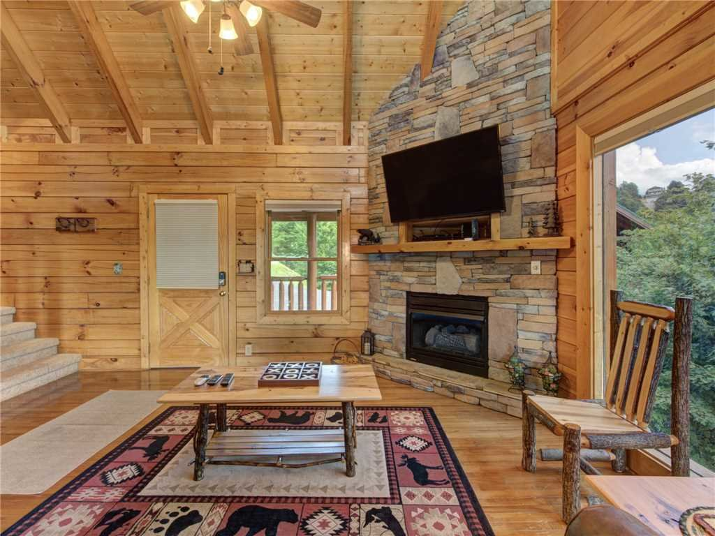 Photo of a Sevierville Cabin named Lookout Ridge - This is the fourth photo in the set.