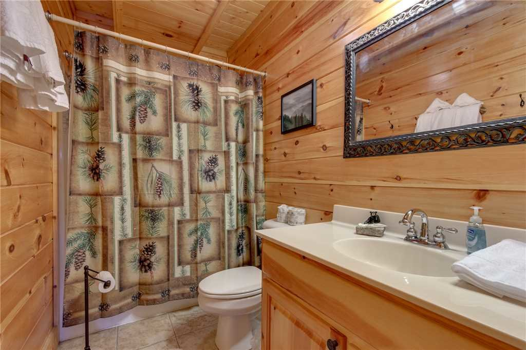 Photo of a Sevierville Cabin named Lookout Ridge - This is the twenty-second photo in the set.