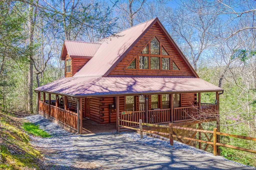 Photo of a Pigeon Forge Cabin named Shamrock Lodge #215 - This is the first photo in the set.