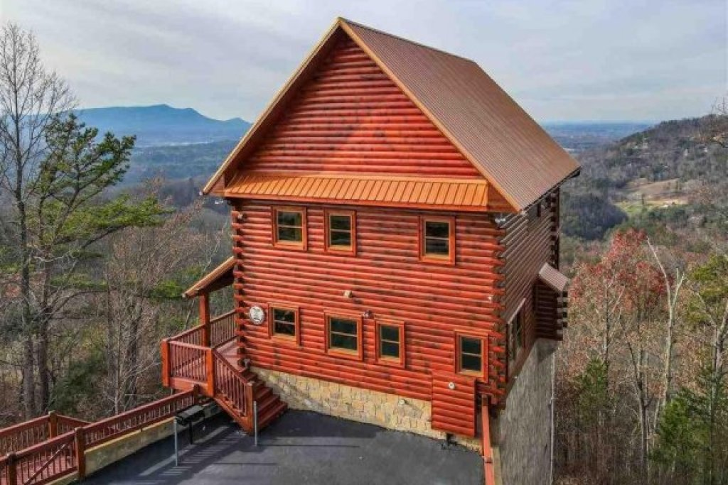 Photo of a Pigeon Forge Cabin named Chocolate Moose - This is the second photo in the set.