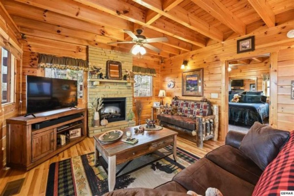 Photo of a Pigeon Forge Cabin named Chocolate Moose - This is the fifth photo in the set.
