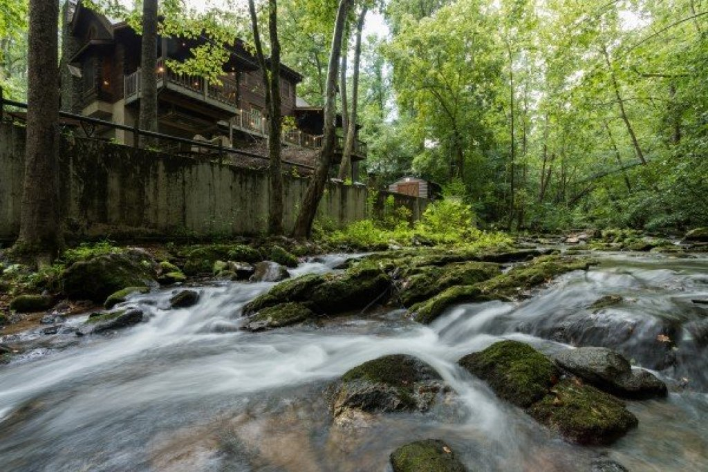Photo of a Sevierville Cabin named Stream On! - This is the first photo in the set.