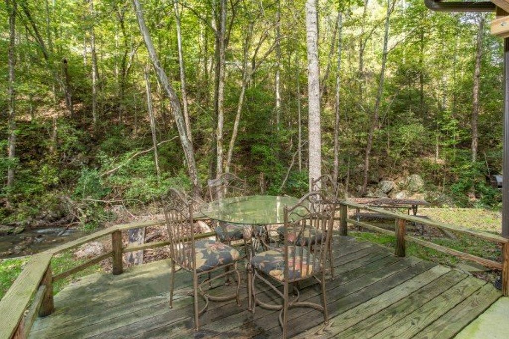 Photo of a Sevierville Cabin named Stream On! - This is the eleventh photo in the set.