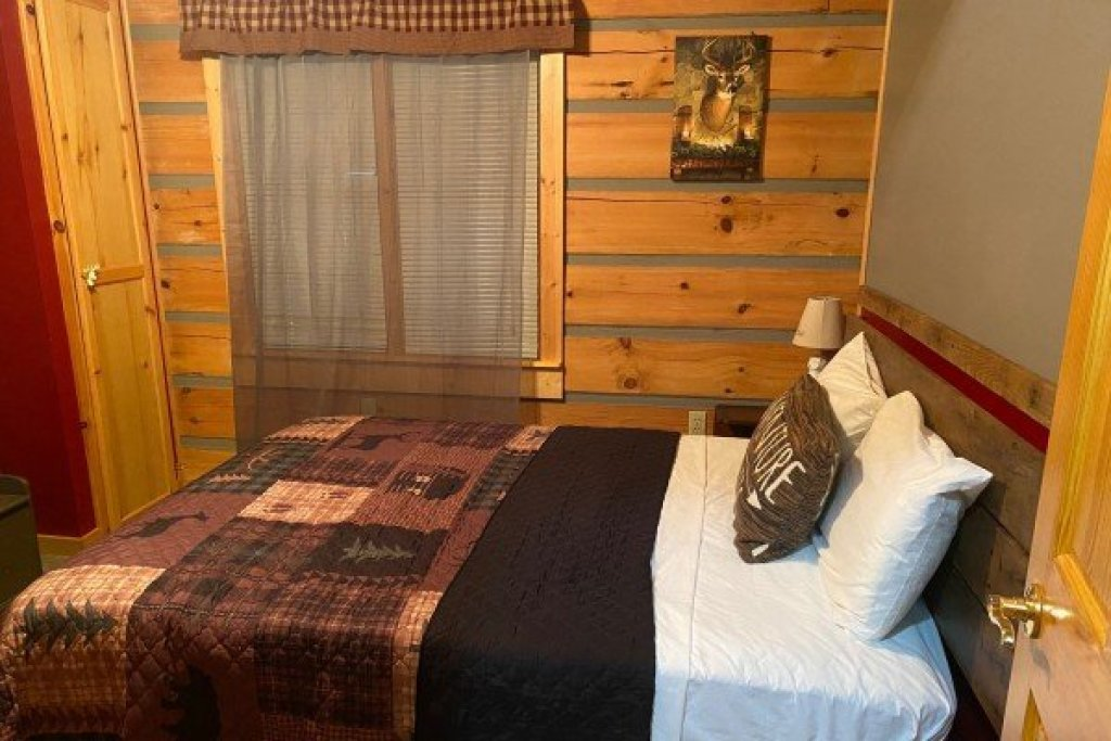 Photo of a Sevierville Cabin named Stream On! - This is the sixteenth photo in the set.