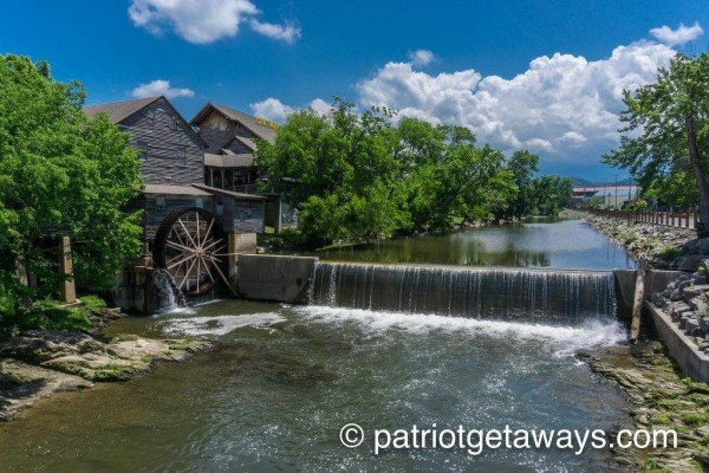 Photo of a Sevierville Cabin named Stream On! - This is the fifty-second photo in the set.