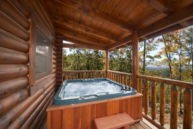 Cozy 2 Bedroom Log Cabin With Hot Tub